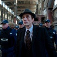 André Hennicke è il commissario Urban in 205 - Zimmer der Angst