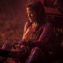 La casa: Jane Levy in una scena del remake
