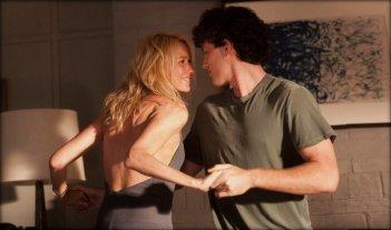 Perfect Mothers: Naomi Watts e James Frecheville in una scena