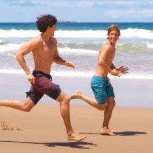 Perfect Mothers: Xavier Samuel e James Frecheville sulla spiaggia