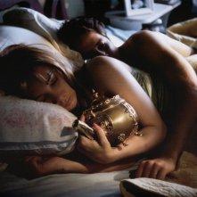 The Brass Teapot: Juno Temple e Alexis Bledel in una scena
