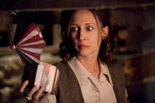 Vera Farmiga in una scena del film horror paranormale L'Evocazione - The Conjuring