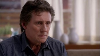 All Things to All Men: Gabriel Byrne in una immagine del film
