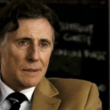 All Things to All Men: Gabriel Byrne in una scena