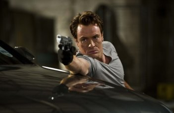 All Things to All Men: Toby Stephens in una scena del film