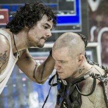 Elysium: Wagner Moura e Matt Damon in una scena del film
