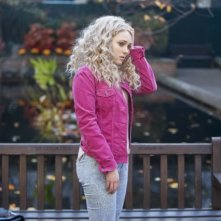 The Carrie Diaries: AnnaSophia Robb nell'episodio Read Before Use