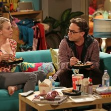 The Big Bang Theory: Kaley Cuoco e Johnny Galecki nell'episodio The Decoupling Fluctuation