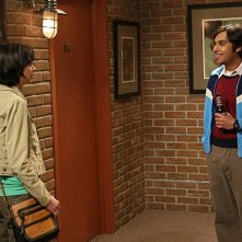 The Big Bang Theory: Kate Micucci e Kunal Nayyar nell'episodio The Monster Isolation