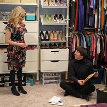 The Big Bang Theory: Melissa Rauch e Simon Helberg nell'episodio The Closet Reconfiguration