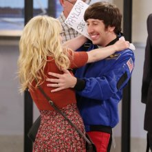The Big Bang Theory: Simon Helberg e Melissa Rauch in una scena dell'episodio The Re-Entry Minimization