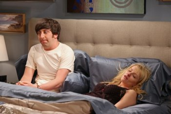 The Big Bang Theory: Simon Helberg e Melissa Rauch nell'episodio The Re-Entry Minimization