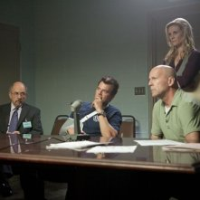 Fire with Fire: Bruce Willis, Josh Duhamel, Richard Schiff e Bonnie Somerville in una scena del film d'azione
