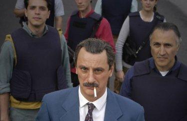 Giorgio Tirabassi nei panni di Paolo Borsellino, dietro di lui Carmelo Galati nel ruolo di Claudio Traina