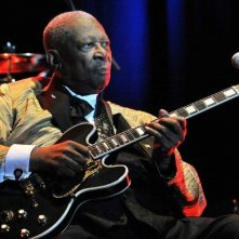 BB King: The Life of Riley, il grande BB King in una scena del documentario durante un concerto a Manchester nel 2011