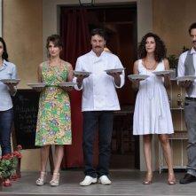 Benvenuti a tavola 2: Fabrizio Bentivoglio, Giorgio Tirabassi, Lorenza Indovina, Teresa Mannino ed Alessia Mancarella in una scena