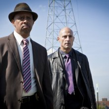 Low Winter Sun: Ruben Santiago-Hudson e Mark Strong nel pilot della serie