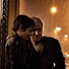 Miele: Jasmine Trinca con Carlo Cecchi sotto la pioggia in una scena del film