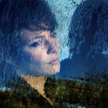 Miele: Jasmine Trinca dietro ad un vetro in una scena del dramma diretto da Valeria Golino
