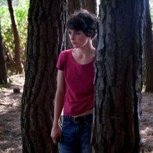 Miele: Jasmine Trinca tra gli alberi in una scena del film