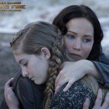 Hunger Games: la ragazza di fuoco: foto promozionale che mostra Jennifer Lawrence e Willow Shields