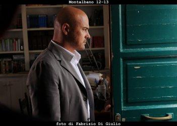 Il commissario Montalbano: Luca Zingaretti in una scena dell'episodio Il sorriso di Angelica