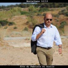 Il commissario Montalbano: Luca Zingaretti in una scena dell'episodio Una lama di luce
