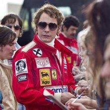 Rush: Daniel Bruhl con gli occhiali da sole nei panni di Niki Lauda