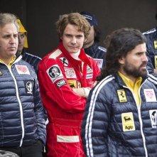 Rush: Daniel Bruhl nei panni di Niki Lauda insieme al suo team