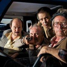 Torrente - Il braccio idiota della legge: il regista e protagonista Santiago Segura con i suoi tra compari in una foto promozionale del film