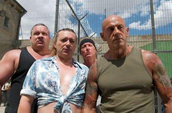 Torrente - Il braccio idiota della legge: l'imponente Kiko Matamoros in una scena del film