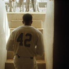 Chadwick Boseman nel dramma sportivo 42, nel quale interpreta Jackie Robinson