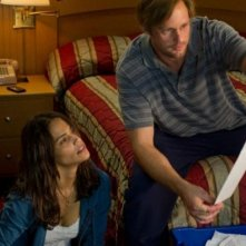 Disconnect: Alexander Skarsgård con Paula Patton in una scena del film