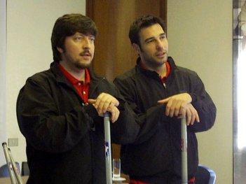 La mossa del pinguino: Ricky Memphis con Edoardo Leo durante la conferenza stampa