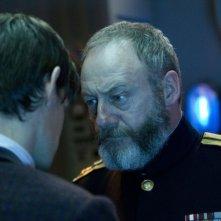 Liam Cunningham e Matt Smith in un'immagine dell'episodio Cold War, settima stagione di Doctor Who