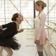 Molly Shannon e Ashley Tisdale in una scena di Scary Movie 5