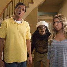Scary Movie 5: Simon Rex e Ashley Tisdale in una scena del film