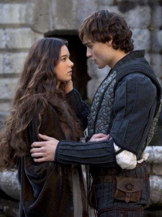 Romeo & Juliet: la prima immagine di Hailee Steinfeld e Douglas Booth