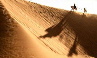 The Lone Ranger: Armie Hammer trascina un prigioniero nel deserto