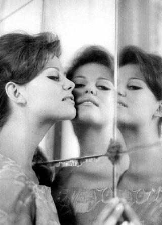 Claudia Cardinale: ritratto di una diva specchio