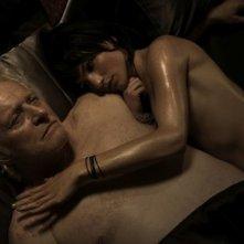 Il futuro: Manuela Martelli e Rutger Hauer in una sensuale scena del film