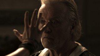 Il futuro: Rutger Hauer in una scena del film nei panni dell'eremita cieco Maciste