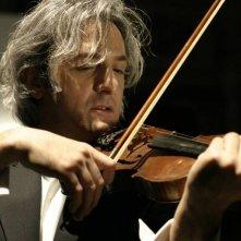 Il sole di Nina: Giovanni Franzoni nei panni del violinista ebreo in una scena