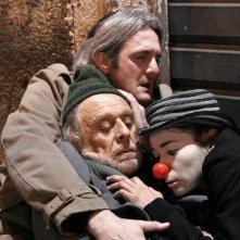 Il sole di Nina: Werner Di Donato, Silvia Benedini e Giovanni Franzoni in una scena del film