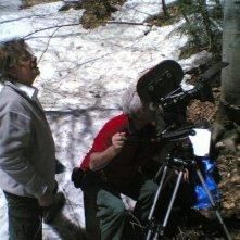 Ti ho cercata in tutti i necrologi: il regista e interprete del film Giancarlo Giannini sul set in Canada
