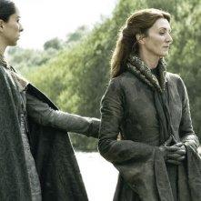 Il trono di spade: Michelle Fairly e Oona Chaplin in una scena di Walk of Punishment