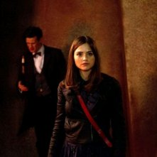 Matt Smith con Jenna-Louise Coleman in un'immagine dell'episodio The Rings of Akhaten, settima stagione di Doctor Who