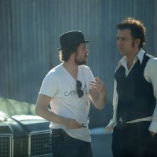 Blood ties: il regista Guillaume Canet con Clive Owen sul set del film