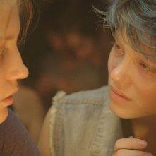 La vie d'Adele: le protagoniste Léa Seydoux e Adèle Exarchopoulos in una scena