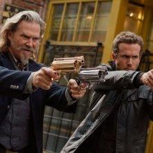 R.I.P.D.: Jeff Bridges e Ryan Reynolds nella prima foto ufficiale del film